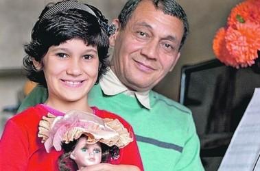 Борис остался с дочкой Мариам на руках, когда той был всего лишь годик. Из личного архива Б. Ахмедова
