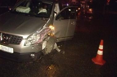 После ДТП. У Nissan Шкиля помят бок: столкновение произошло не лоб в лоб, а по касательной. Фото Magnolia-TV