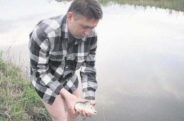 Плыви, рыбка! Добычу майор отпускал — пусть подрастет. Фото: А. Ильченко