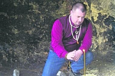 Таинственный Павел. То ли звонит из тюрьмы, то ли прячется от людей. Фото: Из архива П. Люндишева