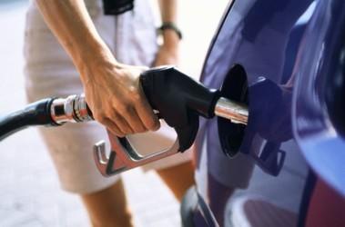 Азаров хочет проверять качество бензина специальным прибором прямо на АЗС, фото nedelia.lt
