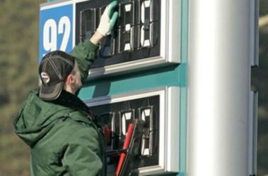 Еще две недели бензин дорожать не будет. Фото Обозреватель