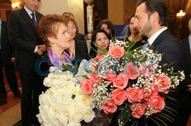 Первая леди. Вчера Людмилу Янукович встречали в донецкой опере. Фото С. Ваганова