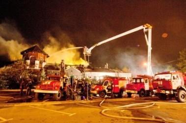 Сгорели крыша и оборудование, ресторан не работает. Фото: ГУ МЧС Киева