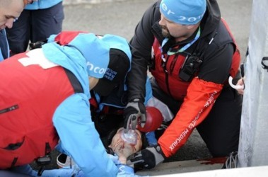 Даже экстренное вмешательство врачей не смогло спасти жизнь Кумариташвили. Фото AFP