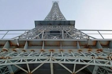 """Башня - часть имиджа нового торгово-развлекательного центра """"Французский бульвар"""". Фото: Медиапорт"""