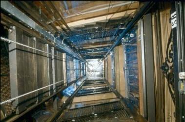 Обозлившись на неподвижный лифт, мужчина решил отомстить