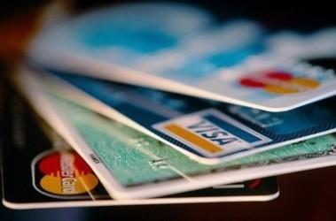 """Кредитки от """"Родовид Банка"""" больше не будут работать. Фото: VisualPhotos"""