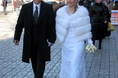 Эдмар и Таня идут в ЗАГС - ул Пушкина в Симферополе