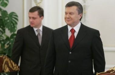 Янукович хорошо знаком с Левочникым не только по работе. Фото с сайта tsn.ua