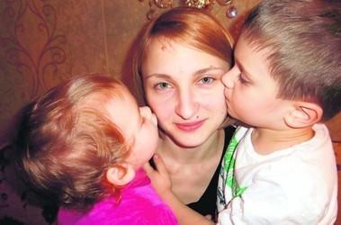 Евгения с дочерью и сыном. Мама не понаслышке знает, как часто детвора требует новую забаву. Фото: из личного архива Е. Каптеловой