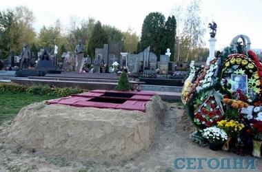 Владимира Шевченко похоронили рядом со Ступкой