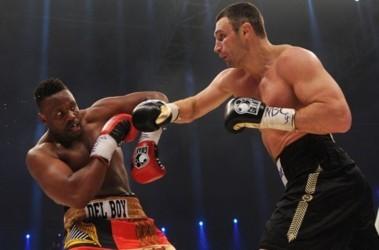 Кличко победил Чизору по очкам. Фото AFP