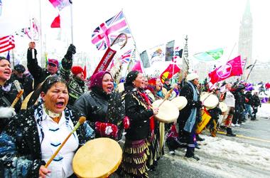 Тысячи канадских индейцев провели Национальный день действий, фото с сайтаcanada indians