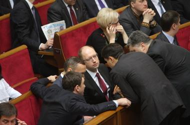 Яценюк просит отставки Кабмина и выборов в Киеве