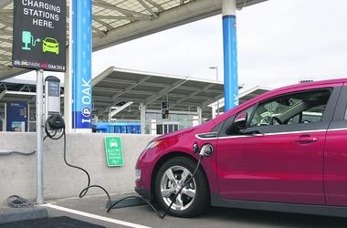 Электрокар. Не требует обслуживания и обходится в эксплуатации дешевле бензинового