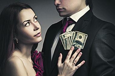 Улов. Для афериста лакомым кусочком может стать как счет в банке, так и скромные сережки