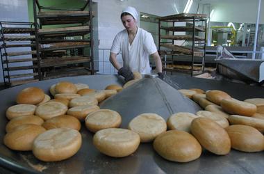 Столичная власть не намерена повышать цены на социальные сорта хлеба