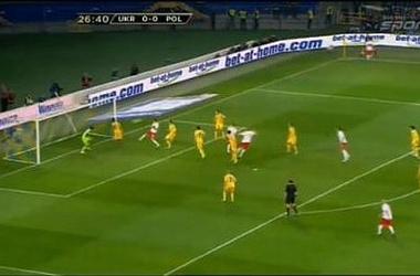 Коноплянка вынес мяч с линии ворот сборной Украины в середине первого тайма