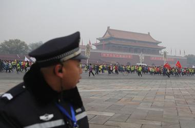 В Китае полиция открыла огонь по разбушевавшейся толпе крестьян, ранены 8 человек, фото Вести