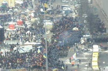 На Майдане митингуютнесколько десятков тысяч человек