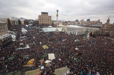 Сегодня на Майдане митинговали сотни тысяч активистов. Фото AFP