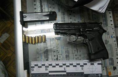 Мужчина с пистолетом пытался ограбить частного предпринимателя. Фото: mvs.gov.ua