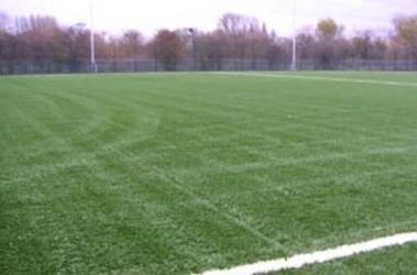 На этом поле англичане будут готовиться к матчу с россиянами. Фото bthcsportspitch.co.uk