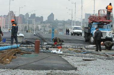 С начала года в Киеве починили километры дорог