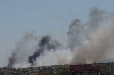 Во время обстрела вертолета Ми-8 в Краматорске был уничтожен самолет Ан-2 и повреждено здание аэропорта. Скрин-шот:youtube.com