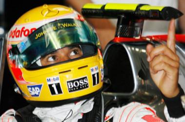 Лидер чемпионата Льюис Хэмилтон показывает пока лучшее время на трассе Фудзи. Фото AFP