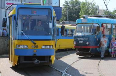 На Троещину запустят трамваи на семь вагонов