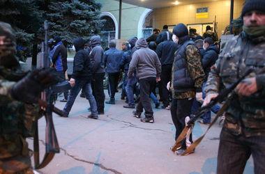 Мироненконасильно удерживалив помещении захваченного боевиками ДНР здания СБУ в Славянске.Фото:ITAR-TASS
