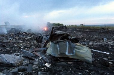 """На месте крушения """"Боинга-777"""" найдены тела 121 погибшего. Фото: AFP"""