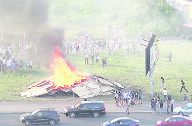 Забор сожгли за 20 минут