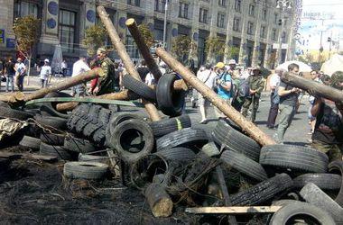 На Майдане возводят баррикады