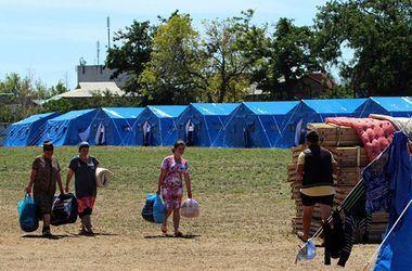 Люди продолжают покидать восток. Фото: AFP