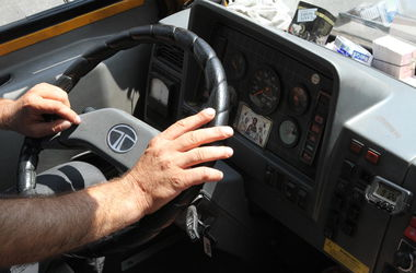 Инспекторы ГАИ осмотрели 807 автобусов в Оболонском районе