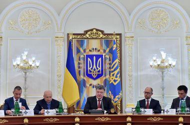 Порошенко не стал вводить военное положение на Донбассе. Фото: AFP.