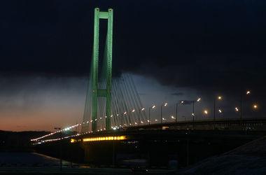 Киев ограничил движение транспорта на Южном мосту