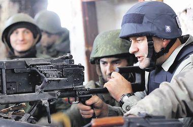 Актер Михаил Пореченков. Утверждает, что патроны были холостыми. СБУ: стрелял боевыми