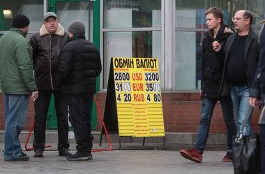 Еще неделю назад курс зашкаливал, а людям, желающим купить СКВ,приходилось часами караулить тех, кто сдает валюту