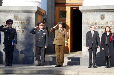 Віктор Муженко і Ріхо Террас. Фото: Міноборони