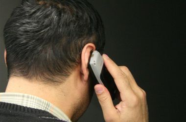 Депутаты разрешили прослушивать телефоны украинцев и читать их СМС. Фото: tsn.ua