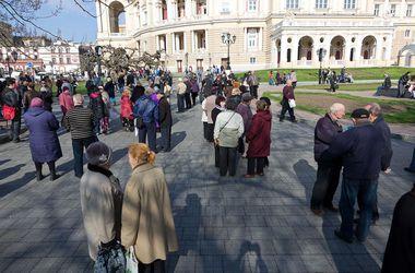 У мэрии было многолюдно. Милиция задержала 17 активистов, которые планировали стычки. Фото:dumskaya.net