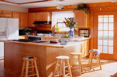 Кухонная мебель. Больше подходит МДФ — легко переносит влажность и более экологична.