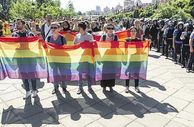 300 метров равенства. Участники марша прошли по набережной.Фото: AFP