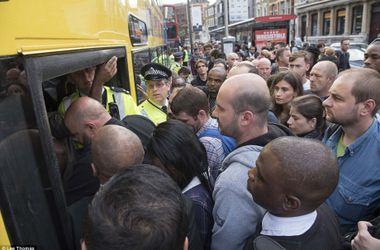 Сьогодні лондонцям було складно потрапити на роботу. Фото: The Daily Mail