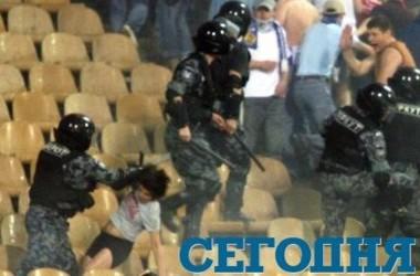 """Инцидент с избиением фанов сотрудниками """"Беркута"""". Фото Ю.Кузнецова"""