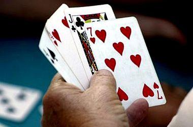 Пары играют в карты на желание роза казино кустовая